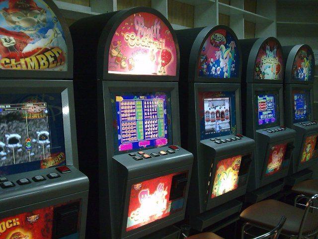 Азартные развлечения в игровом зале Azino