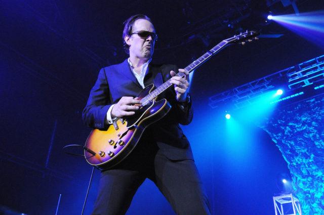 Блюз-роковый гитарист Джо Бонамасса выпустит новый студийный альбом «Redemption».