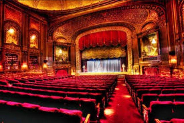 Почему стоит ходить в театры?