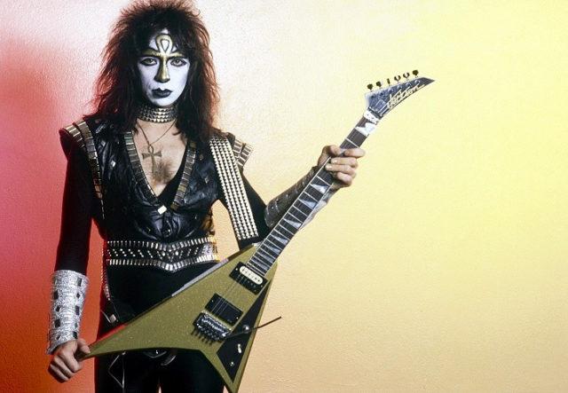 Экс-гитарист KIss Винни Винсент впервые за 30 лет выступит живьем.