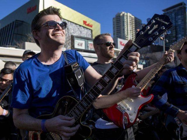 457 гитаристов установили мировой рекорд, исполнив «Highway to Hell» группы AC/DC.