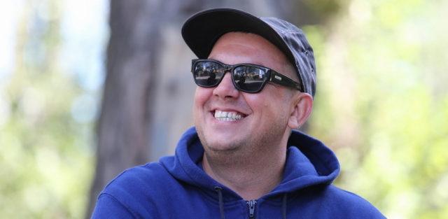 Сергей Бобунец в новом клипе предлагает всем улыбаться.