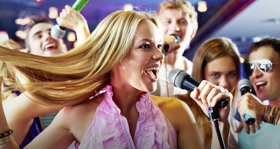 Как научиться петь в караоке и побороть стеснение?