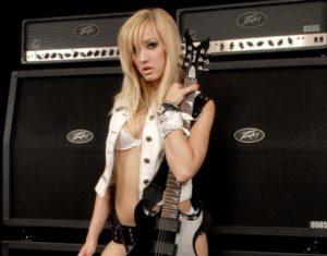 Подробности о дебютном сольном альбоме гитаристки Элиса Купера.