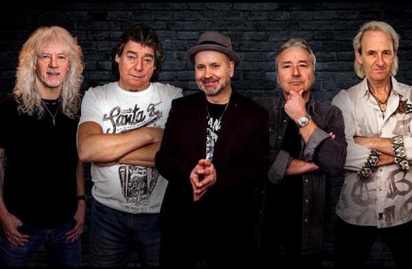 Lionheart с экс-гитаристом Iron Maiden Деннисом Стрэттоном выпустили рождественский сингл.