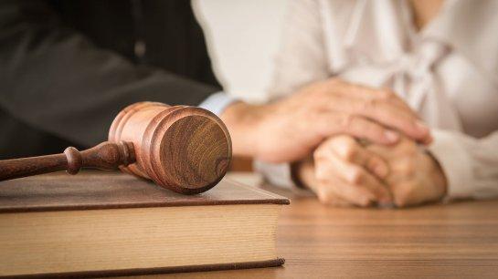 Чем отличается юридическая помощь от юридических услуг