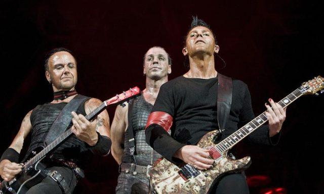 Активисты пытаются запретить концерты Rammstein в России.