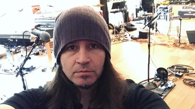 Гитарист Bon Jovi выпускает сольный EP.