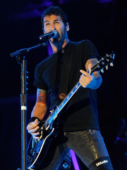 Вокалист Godsmack открыл фонд помощи людям с психическими заболеваниями.