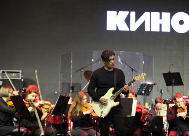 """Наш ответ «Металлике»: Каспарян исполнил """"Enter Sandman"""" с оркестром"""