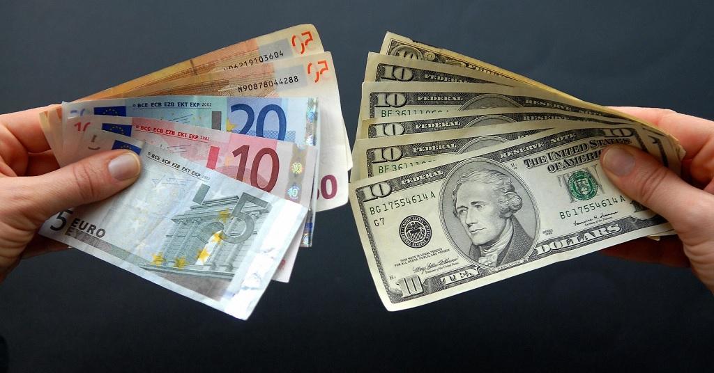 Почему выгодно хранить накопления в долларах