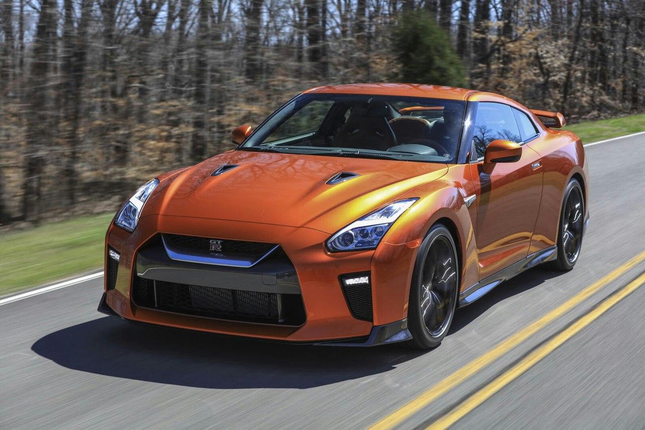 Все о супер-спортивном автомобиле Nissan GT-R 2017